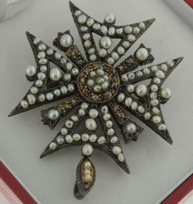 Pin in the shape of a Maltese cross inlaid with diamond and oriental pearls