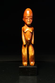 Ancient carving of a figure from ivory - LOBI - Burkina faso