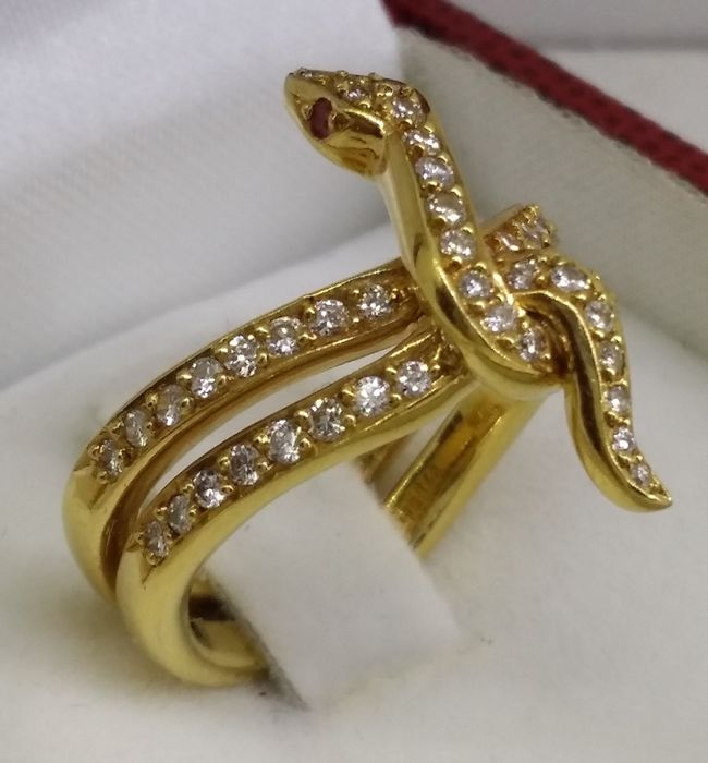 Gold snake ring with diamonds - Catawiki