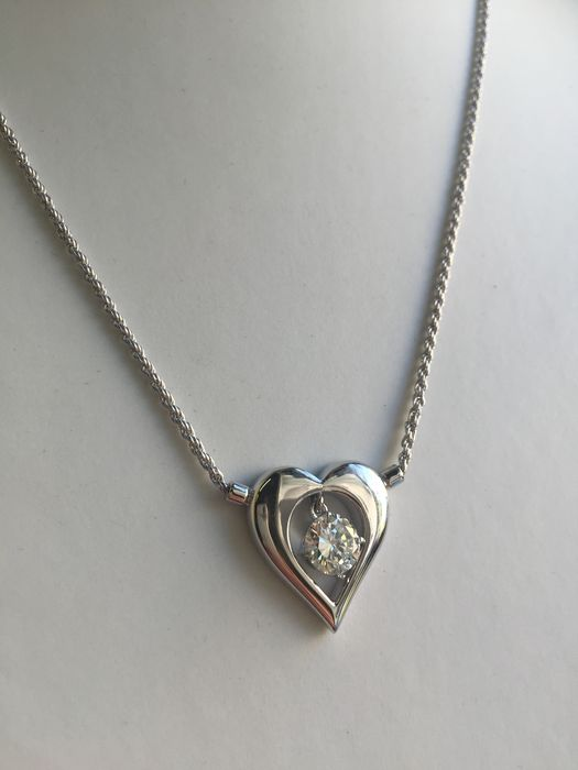 Gold necklace with heart-shaped pendant, 1.22 ct diamond