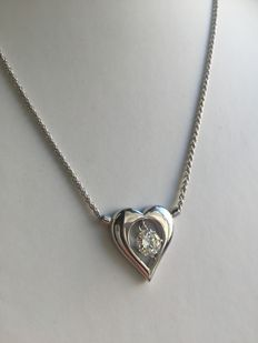 Gold necklace with heart-shaped pendant, and diamond, 1.22 ct.