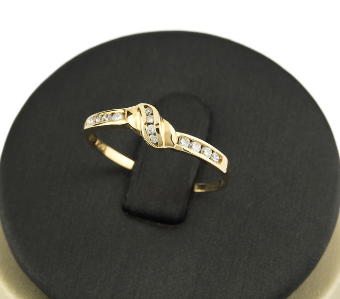 18 kt yellow gold - Cocktail ring - Diamonds weighing 0.20 ct. - Inner diameter 17.45 mm - Cocktail ring size 14 (ES)