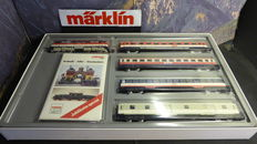 Märklin H0 2859 - Complete demonstration train set: E-locomotive BR 111 with 4 passenger carriages by the DB