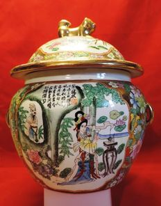 Large vase with lid, Famille Rosé style - China - second half 20th century