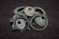 Celts/pre-Celts - 15 pieces of protomoney / ring money: 1 piece of pre Celtic spiked bronze protomoney & 3 lead pieces of Celtic circles/protomoney & 11 AE pieces of Celtic ringmoney ( one of them decorated), 10th/4th century BC