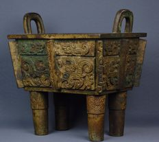 Large bronze archaic style Fang Ding, ancestral case – China – late 20th/21st century