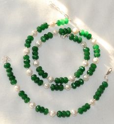 Faceted Indian emerald an baroque pearl set, 925/1000 silver clasp