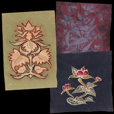 Lot with three large original hand-painted swatches/ samples of Japanese Batik on Silk textiles - Japan - late 19th century