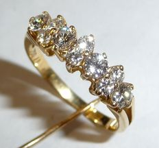 Diamond ring in 18 kt / 750 gold with 10 diamonds in brilliant cut of 0.68 ct. E-D/VVS ***No reserve price***