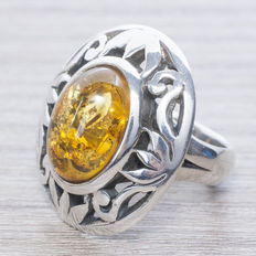 Ring with amber in oxidized silver
