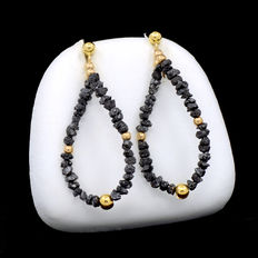 18 kt yellow gold earrings with black diamonds.