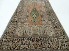 Kashmir - 168 x 92 cm - finely knotted Oriental carpet in silk - beautiful, worn condition - Please note: no reserve, bidding starts at €1.