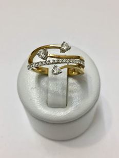Wire ring in gold with a diamond of 0.44 ct.