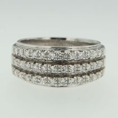 White gold 18 kt ring set with octagon cut diamonds