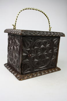 Oak wooden folk art, Frisian footstove with twisted brass bracket - ca. 1830