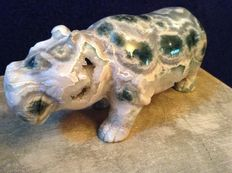 Particularly nice hippopotamous made of quartz and silica cryptocrystalline varieties