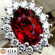 Unheated VS Natural 1.30 ct Vivid Pigeon Blood Red Ruby And Diamond Cocktail ring in 18 kt white gold – GIA Certified – No Reserve