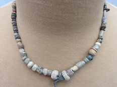 Near East - Beaded Necklace with stone beads - early Bronze age/Neolithic - 42 cm.