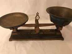 Beautiful French cast iron scale with copper trays