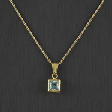 Choker with yellow gold pendant with blue topaz