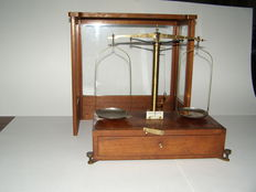 "Precision scale in mahogany showcase by ""Becker's Sons"" - Rotterdam - Netherlands - ca. 1920"