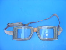 Automobile Motorcycle glasses - Dust glasses Very Old +/- 1925 notice the nicely finished edge of the glass