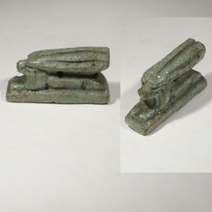 Egyptian amulet of a lying hare. L. 3,5 cm