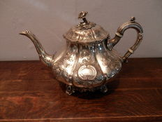 Victorian tea pot with floral engraving - England ca 1860