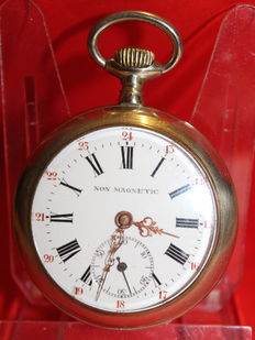 Pocket watch, non magnetic - in working condition.