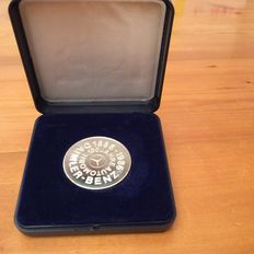 Commemorative medal 100 years Mercedes Benz and MB pins
