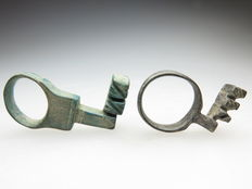 Set of bronze decorated Roman keys - 38 and 30 mm (2)