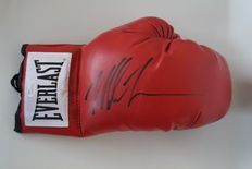 Mike Tyson World Champion Heavyweight Boxing, Everlast glove (right) with original autograph incl. COA