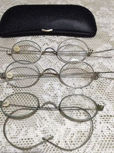 Three unworn antique spectacles with spectacle case, from around 1920/1940