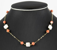 Yellow gold choker with Pacific coral beads and square-shaped freshwater cultured pearls