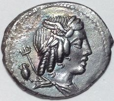 Roman Republic - L. Julius Bursio - AR Denarius (20 mm; 3,52 g.), c. 85 BC - Rome mint - Apollo /Victory in quadriga - Cr. 352/1 c