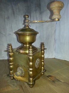 Decorative copper French coffee grinder with twisted pillars.