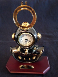 Old diver helmet with clock, made of bronze - 1985
