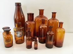 Lot with 12 pharmacist bottles in various sizes