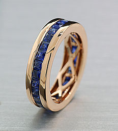 A massive memory ring with sapphires of 2.60 ct in total in 750 rose gold -- No reserve price --