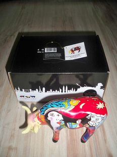 Annalie Dempsey for Cowparade - Picowso's African Period