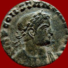 Roman Empire - Constantine I the great (307-337 A.D.) bronze follis (3,10 g. 17 mm). Lugdunum mint, 316 A.D. SOLI INVICTO COMITI. A / S. PLG.
