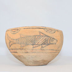 Indus Valley pottery with fish decoration - 13.3 x 8.3 cm
