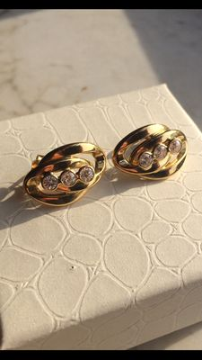 18 kt gold earrings with zircons and pins