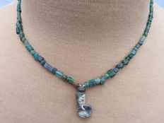 Roman necklace with green iridescent glass beads - 41 cm.