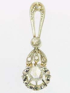 Art Deco flower shaped bicolour gold rose cut diamond pendant, ca. 1920