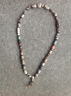 Necklace of agate beads - Dzi, Tibet - late 20th century