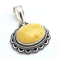 Silver pendant with butterscotch amber.