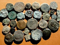 Ancient Hispania - Great set of 30 bronze coins minted in the 2nd and 1st centuries B.C. Almost all are of Southern mint (Roman province of the Baetica, with Castulo and Obulco predominating, among many others). (30)