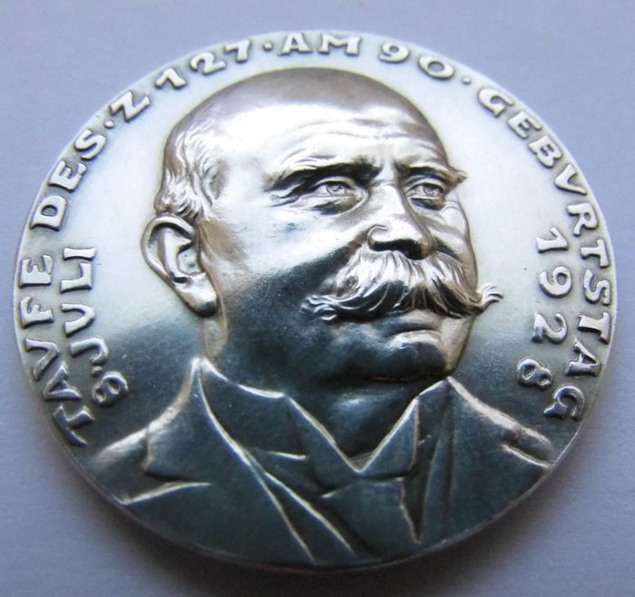 """Weimar Republic - Silver Medal 1928 by Karl Goetz on the Baptism of the """"LZ 127"""" on the Occasion of the 90th Birthday of Count Zeppelin"""