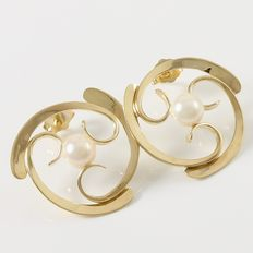 Estate Yellow Gold  Earrings  with  Fresh Water Pearls